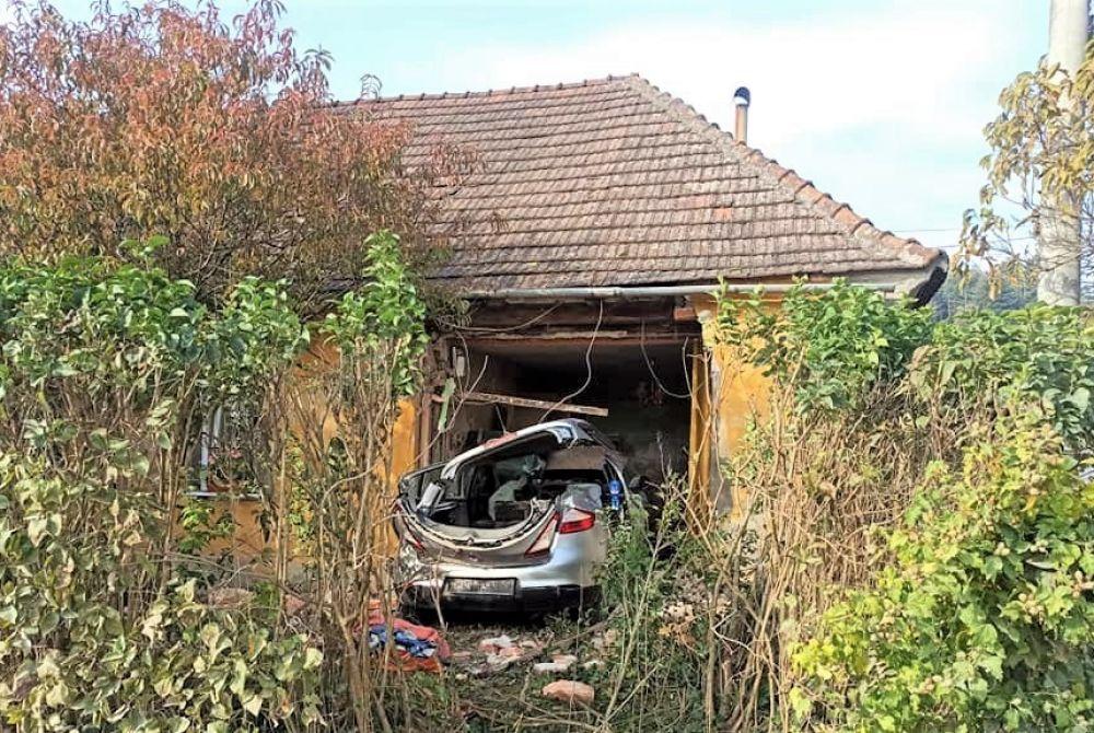 FOTO Pijana djevojka (23) vozilom oko 1 ujutro ljudima uletjela u kuću!