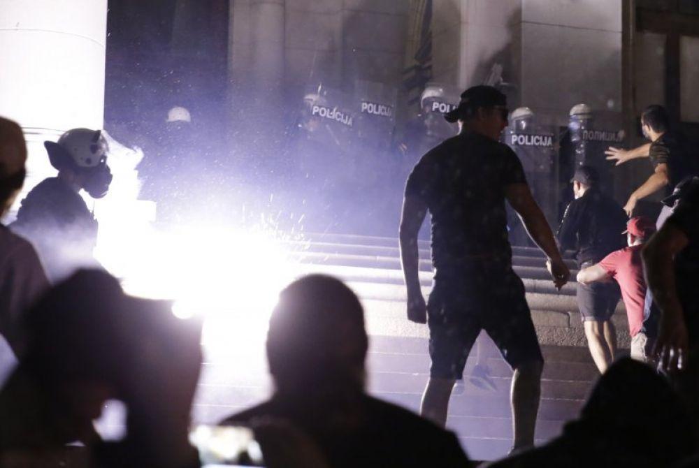 Uhićen 71 prosvjednik u Beogradu, među njima i nekoliko stranaca