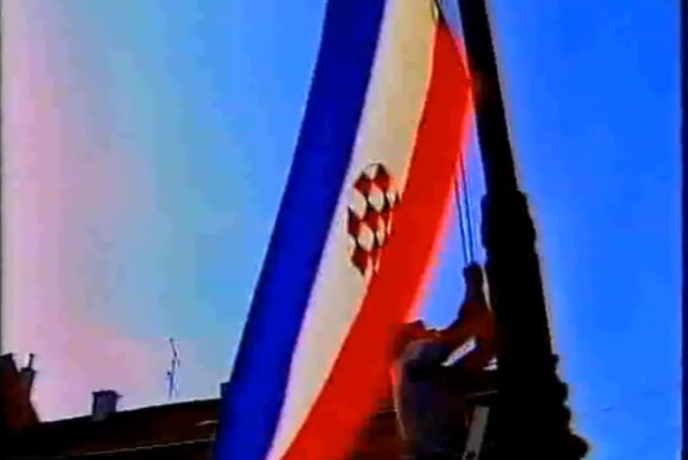 (VIDEO) POGLEDAJTE SPUŠTANJE ZASTAVE SR.HRVATSKE I SVEČANO PODIZANJE POVIJESNE HRVATSKE ZASTAVE 1990. GODINE…