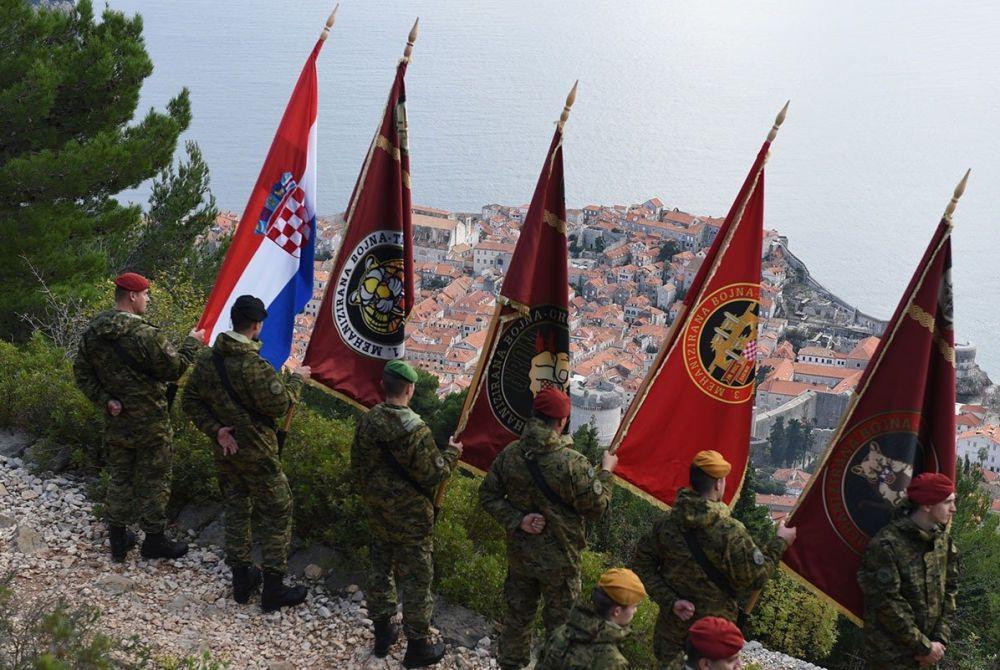 FOTO: U Dubrovniku obilježena 28. obljetnica napada agresora; Krstičević: Drago mi je da će general Bobetko dobiti ulicu