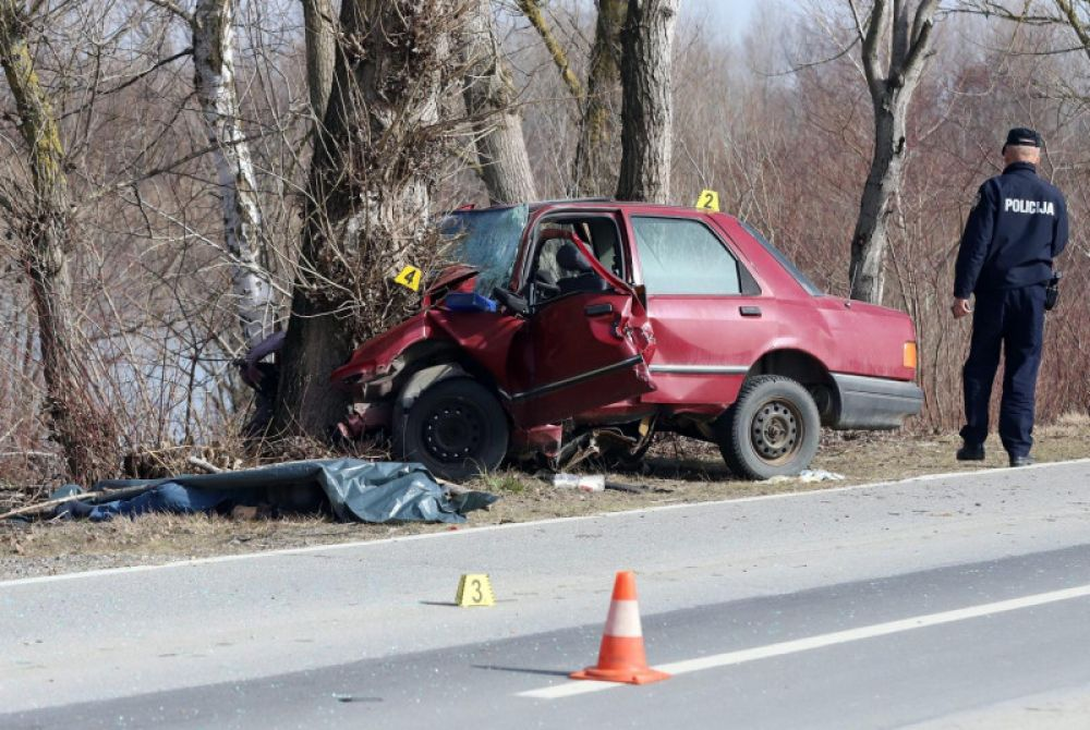 Vozač poginuo nakon što se zabio u stablo, navodno mu je pozlilo: Na istoj cesti stradao je i njegov brat (VIDEO)
