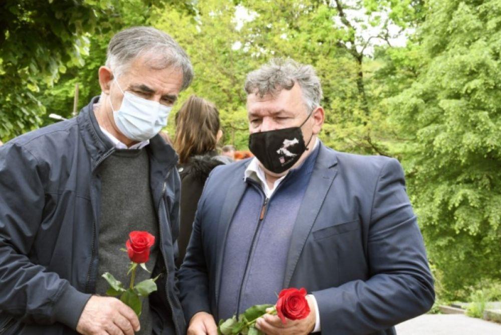 PUPOVAC 'OPRAO RUKE'?: Plakat 'Reci ne Oluji' djelo je bivšeg člana SDSS-a!