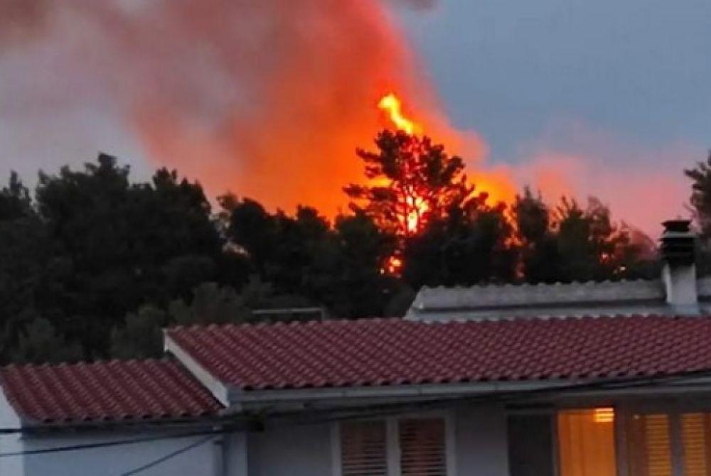 STRAVA U SOLINU Dok su gasili požar, vatrogasci su pronašli tijelo mladića