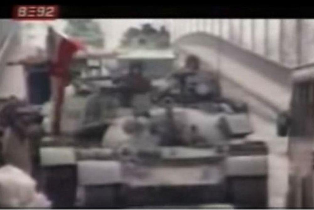 19. rujna 1991. Beograd – poznato 'bacanje cveća' pred tenkove koji razaraju Vukovar