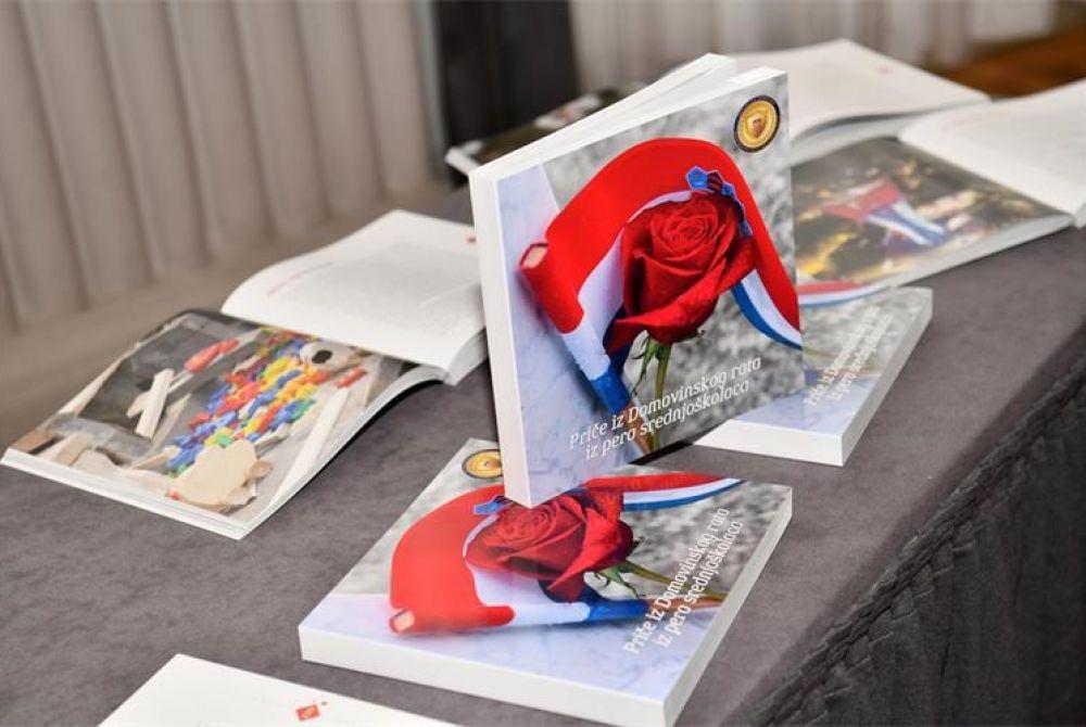 Predstavljena zbirka Priče iz Domovinskog rata iz pera srednjoškolaca i uručene nagrade i pohvale učenicima za najbolju kratku priču o Domovinskom ratu