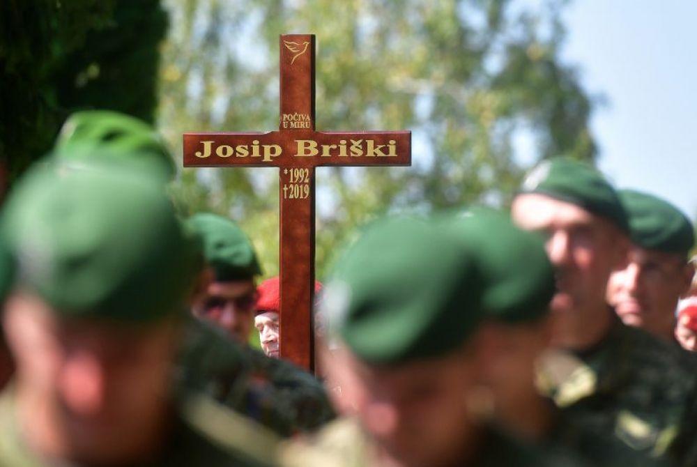 Pokopan je Josip Briški. Ispratili su ga obitelj, kolege i vojni vrh