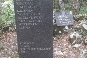 Hrvatski suverenisti obišli Spomen područje Jazovka povodom Europskog dana sjećanja na žrtve svih totalitarnih i autoritarnih režima