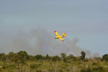 Požar kod Knina i dalje aktivan