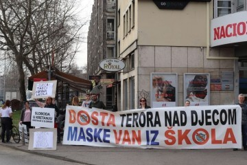 """PROSVJED U ZAGREBU: """"Profitiraju na patnji naše djece, tko zarađuje na koroni?"""""""