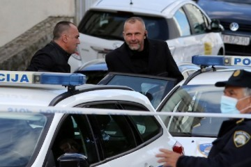 Policija uhitila Splićanina koji je blokirao ulaz u Agram banku
