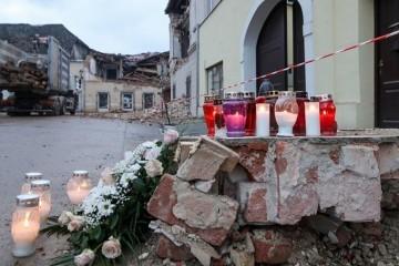U Petrinji poginuo muškarac, pao je s krova