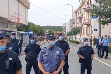 """KNIN VRVI POLICIJOM: Branitelji ogorčeni """"Kao da je rat, tu su specijalci, policajaca na svim stranama"""""""