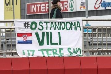 Stanovnici Prečkog napravili su plakat: 'Vili, uz tebe smo...'
