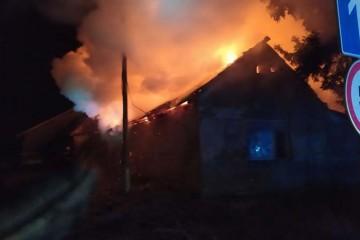 Buktinja u Osijeku: U požaru kuće izgorio krov i 5 prostorija