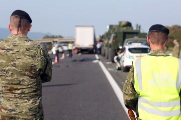 Policija objavila detalje nesreće u kojoj je poginuo mladi vojnik: Kamion na zaustavnom traku udario u dva vojna vozila