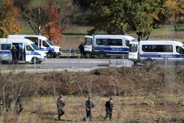 Dva Hrvata i Srbin uhvaćeni u krijumčarenju migranata