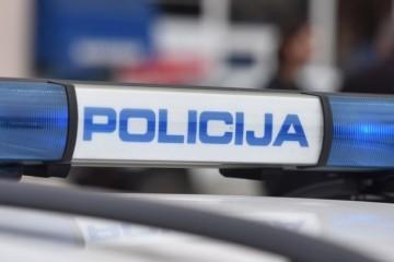 Policija jurila za Audijem: Vozač imao napunjen pištoljem i Normabele, jedva ga svladali