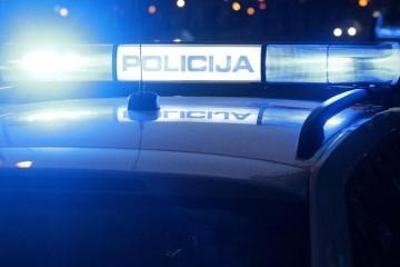 Vozio prebrzo pa sletio s ceste: Poginulo dvoje mladih putnika