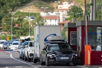 Gužve na granicama: Za ulazak u Hrvatsku čekaju i do sat i pol