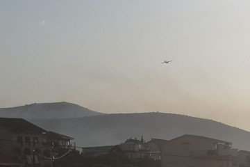 Požar u Segetu Gornjem od jutra gase kanaderi i vatrogasci