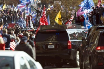 Trumpove pristaše izišle na ulice kako 'bi osudili izbornu krađu', nosili transparente: Najbolji predsjednik u povijesti