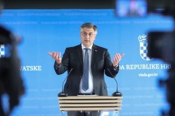 Plenković Milanovića nazvao prevarantom, kazao što misli o Jandrokovićevoj objavi fotografije u kupaćim gaćicama