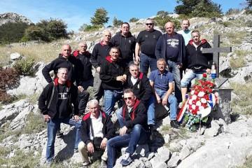 'Šimini anđeli pakla' na Velebitu, na grobu poginulog suborca Antuna Zarožinskog