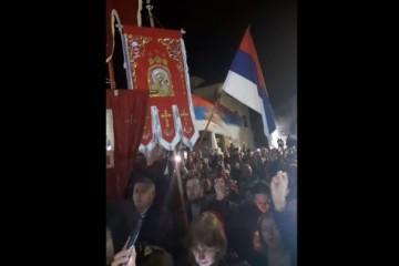 """(VIDEO) SRBI ZAZIVAJU 90-te: Na masovnom skupu u Crnoj gori viču """"od Dubrovnika, Knina…kliče Srpstvo"""""""