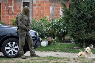 Tri osobe bore se za život nakon pucnjave u Paragu, policija sazvala pressicu