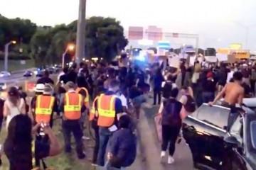 Kaos u Atlanti: Prosvjednici blokirali autocestu i zapalili požare zbog još jednog crnca koji je stradao u sukobu s policijom