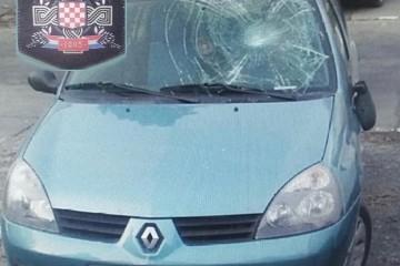 """U SRBIJI razbili auto vukovarskih registracija, Srbi oduševljeni, """"Ustaška zastavica se vidi kroz razbijenu šoferku!"""""""