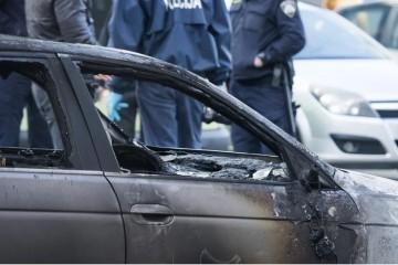 U Imotskoj krajini planulo osobno vozilo: svekrvi zapalili BMW, a nevjesti na VW Passatu izbušili gume, policija utvrđuje motive suludog čina