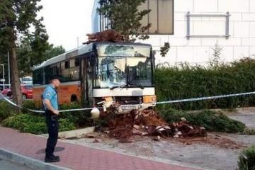 Policija pronašla trojac koji je ukrao autobus i napravio kaos