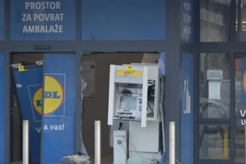 Raznijeli bankomat u Karlovcu, novčanice se razletjele po cesti