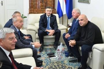 ZAVRŠIO SASTANAK PREDSTAVNIKA HVIDRE S PLENKOVIĆEM I MINISTRIMA Đakić: 'Zlonamjernici govore da Hvidra želi destabilizirati Vladu, to nije istina'