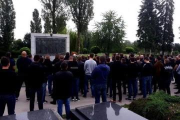 BBB na Mirogoju zapalili svijeće i pomolili se za žrtve Bleiburške tragedije
