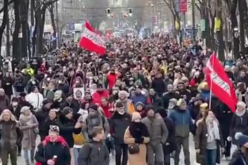 U Beču protiv korona-mjera prosvjedovalo nekoliko tisuća ljudi: Policajci marširali s narodom