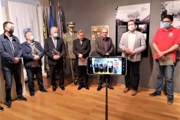 Bjelovarski branitelji s dogradonačelnikom svečano otvorili izložbu uz 30. obljetnicu Domovinskog rata