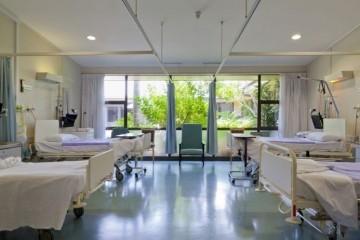 Obustavljeni porođaji zbog masovnih otkaza u bolnici: Zdravstveni radnici ne žele se prisilno cijepiti