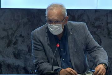 Pale maske na konferenciji Stožera