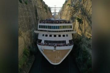 (VIDEO) Svjetski mediji javljaju o podvigu kapetna Joze Glavića – proveo 200-metarski kruzer kroz kanal samo 70 cm širi od broda!