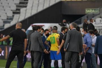 VIDEO: NESTVARNE SCENE U SAO PAULU! BRAZILSKE VLASTI POTJERALE ARGENTINSKE NOGOMETAŠE USRED UTAKMICE