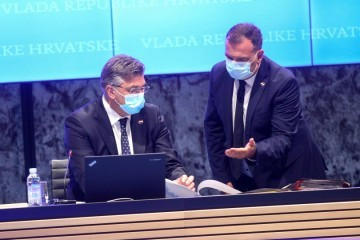 SJEDNICA VLADE  Beroš upozorio na moguću 'twindemiju' i otkrio: Imamo 3.053 novih slučajeva
