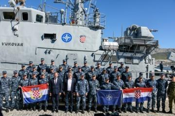 NAŠI DEČKI U NATO AKCIJU OTPLOVILI BRODOM 'VUKOVAR'! 'Neka vas to ime podsjeća na branitelje…'