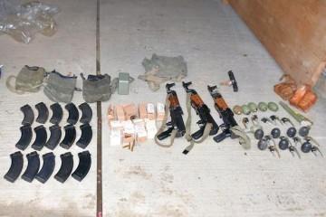 Za ovo znamo, al´čiji je duhan? 70-godišnjak u Bršadinu kod Vukovara skrivao kalašnjikove, bombe, streljivo i 2.5 kg duhana