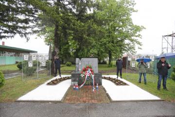 FOTO Polaganjem vijenaca u Borovu obilježena 29. godišnjica ubojstva 12 redarstvenika