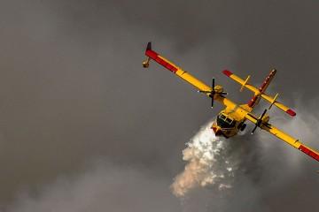 Sedam kanadera i airtractora gase požar kod Knina