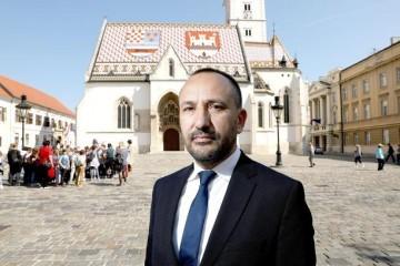 Zekanović : Ako korona virus dođe u Sabor, tu će i stati!