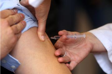 Epidemiolog Smoljanović: Je li uputno masovno cijepljenje, osobito mladih i zdravih osoba?