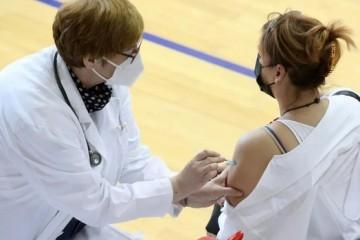 Od 74,5 tisuća zdravstvenih radnika, 30 posto ih nije primilo niti jednu dozu Covid cjepiva